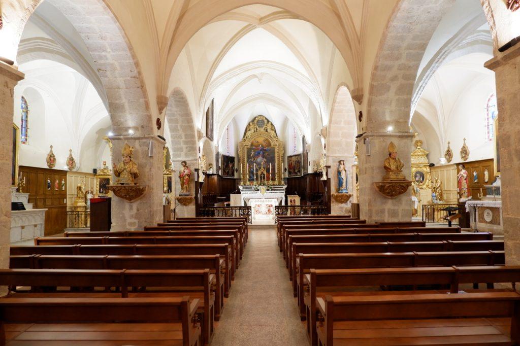 Intérieur de l'Église de Méounes les Montrieux